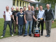 Foto: Forscherteam mit Assistenzroboter