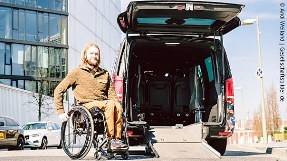 Photo: Wheelchair user in front of an accessible Van; Copyright: Andi Weiland   Gesellschaftsbilder.de