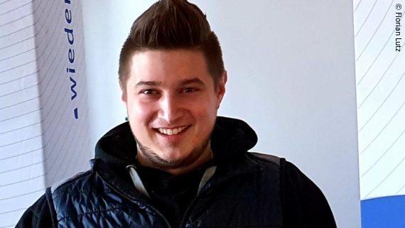 Foto: ein junger Mann mit schwarzen Haaren und dunkler Jacke – Florian Lutz; Copyright: Florian Lutz
