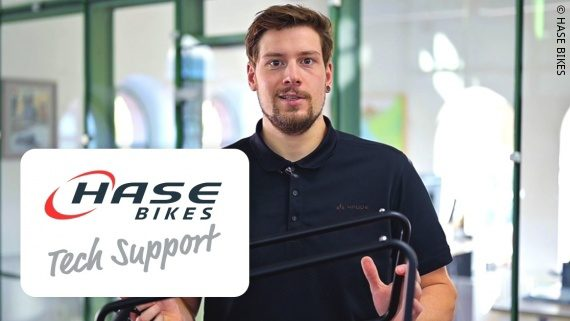 Foto: Dario Valenti in einem Tech-Support-Video; Copyright: HASE BIKES