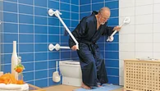 QuattroPower support with mobile handle in combination at the toilet