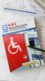 Beratungsbroschüre für öffentliche Einrichtungen, Architekten und private Häuslebauer mit praktischen Tipps und Ratschlägen zum Barrierefreien Bauen